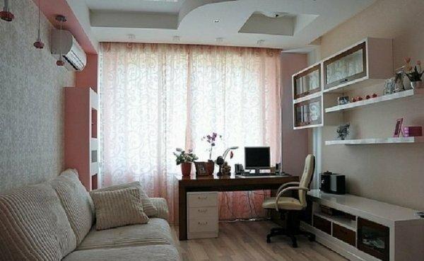 Бежевый цвет стен делает комнату уютнее