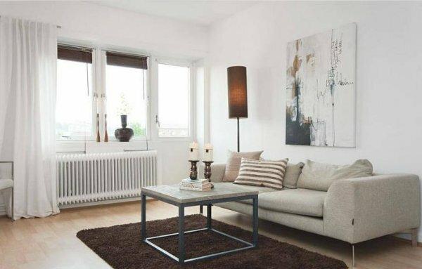 Белые обои отлично подчеркивают весь мебельный гарнитур