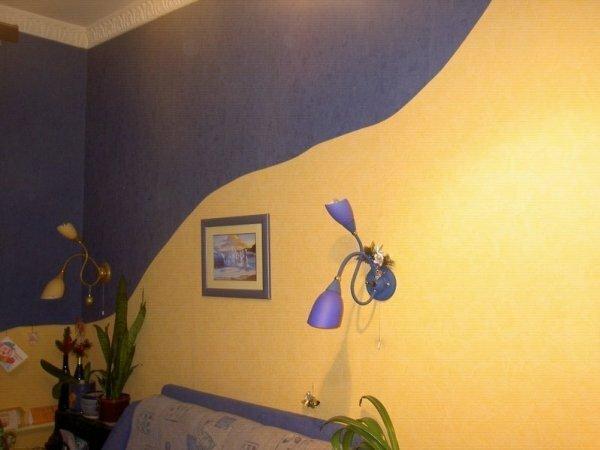 С таким выбором легко спрятать неровности и трещины в стене