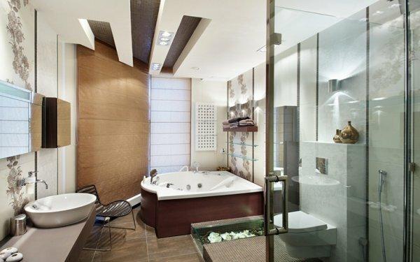 Сочетание сразу нескольких отделочных материалов на стенах подобрано отлично, а натяжной потолок завершает картину