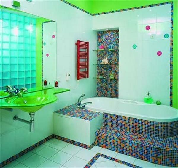 Сочетание кислотных цветов с разноцветной мозаикой для любителей неординарности