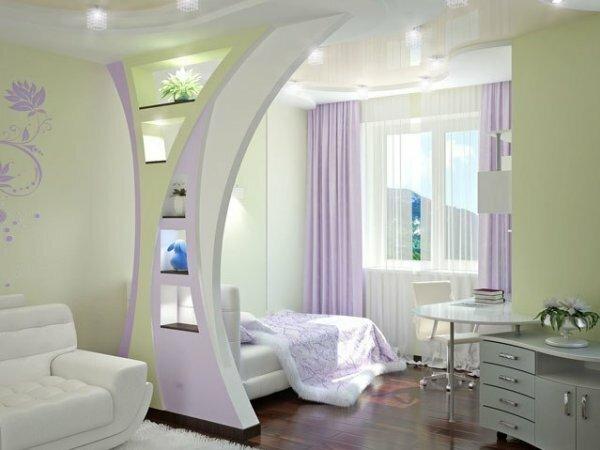 Эллипсовидная арка между гостиной и спальней