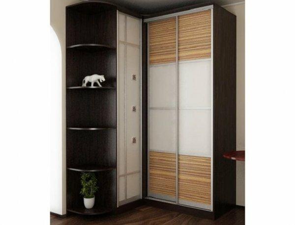 Для разнообразия цвета темного шкафа применяют матовые стекла с различными вставками