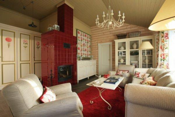 Во внутренней отделке бревенчатых домов нередко используют гипсокартон и плитку