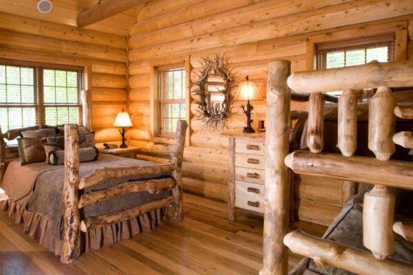 Кровать не обязательно покупать в магазине, ее можно сделать самому из дерева