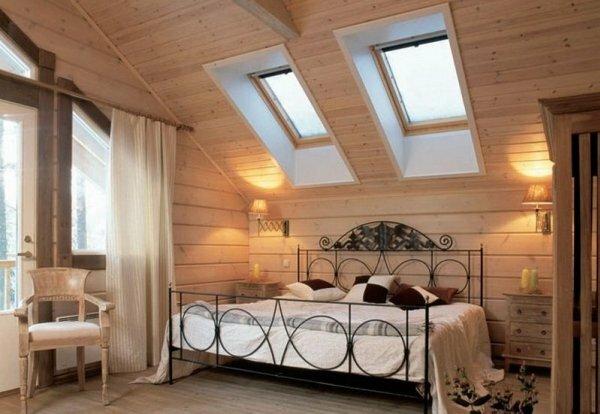 Очень романтично лежа в кровати через окно над головой смотреть на звезды