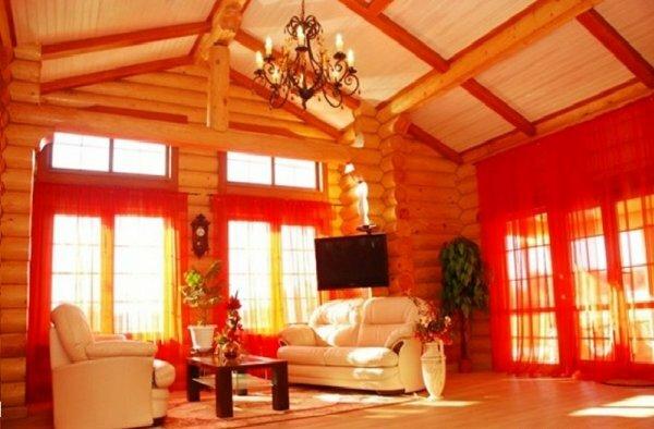 С яркими занавесками солнечным утром ваша комната будет заливаться теплым и уютным светом