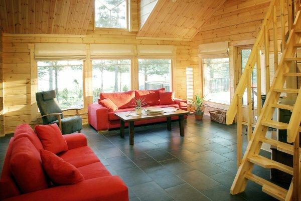 Деревянный дом экономкласса тоже может быть двухэтажным