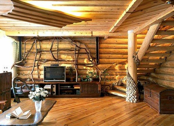 В интерьере деревянного дома хорошо смотрится мебель из природных материалов