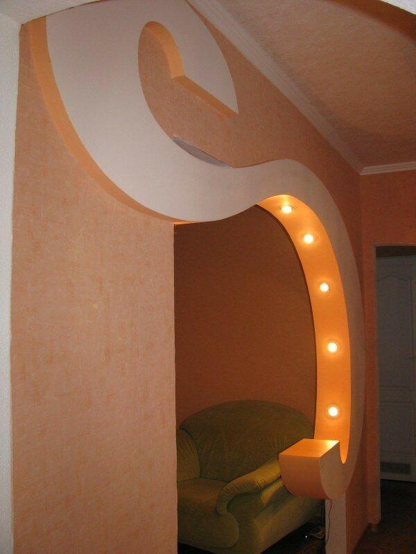 Арка необычной формы сделает квартиру более современной и стильной