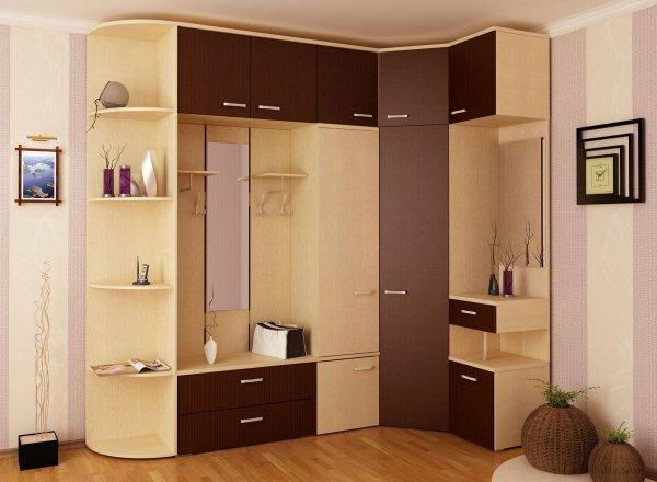Угловой встроенный шкаф в прихожей существенно сэкономит пространство
