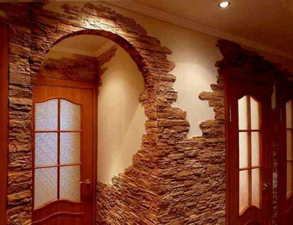 Камень придает комнате загадочность, и даже налет античности