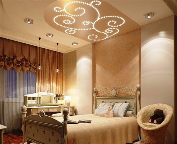 Над спальным местом можно сделать красивые вензеля из маленьких лампочек