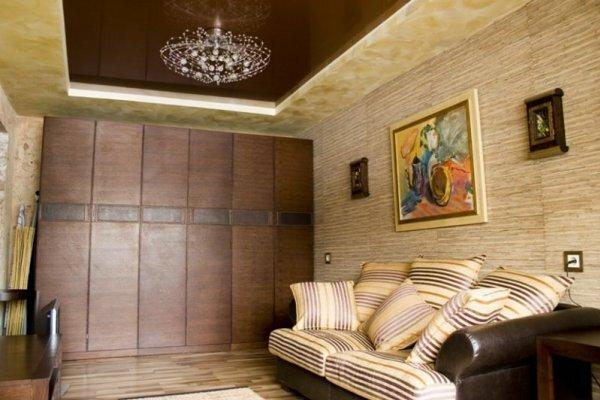 Даже в маленькой спальне можно сделать милый навесной потолок
