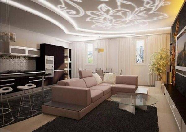 Благодаря светодиодной ленте сформирован красивый светящийся рисунок в зале